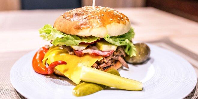 Burger s trhaným hovädzím či kuracím mäsom