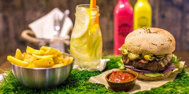 PIKNIKOVÝ hovädzí hamburger s domácimi hranolčekmi a limonádou