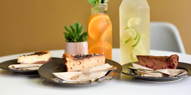 Limonáda s čerstvým ovocím a koláčom