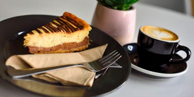 Špeciálne pripravená káva či čaj s koláčom