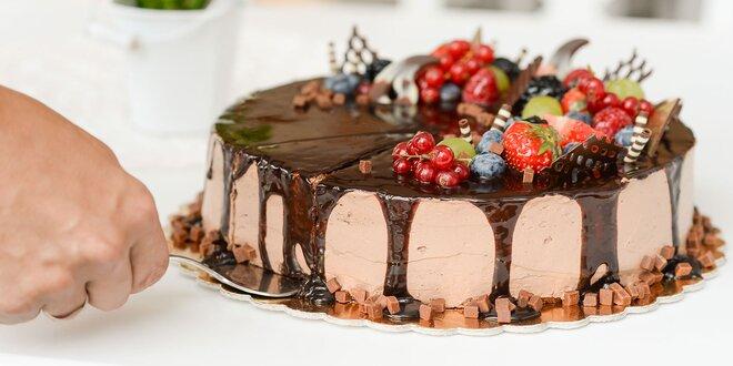 Čokoládovo-malinová, mascarpone jahodová torta