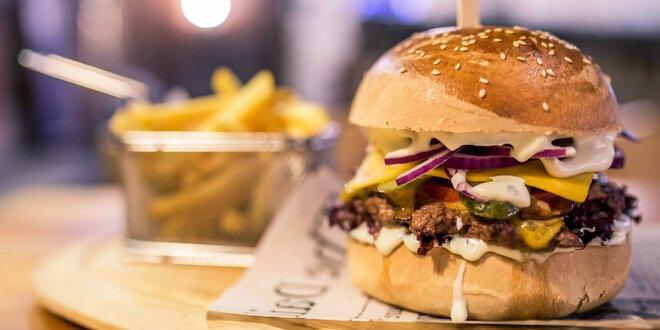 Caesar burger v domácej žemli s hranolčekmi