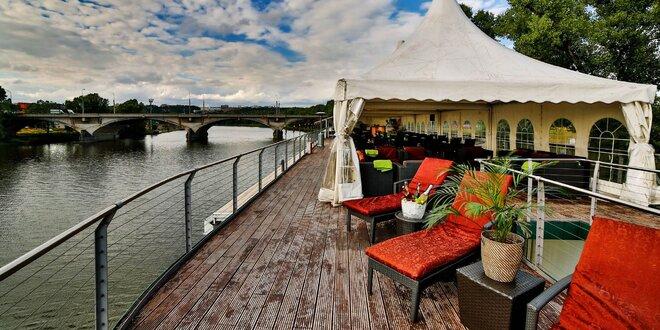 Romantický pobyt na vlnách Vltavy s wellness a večerným fish & grill rautom