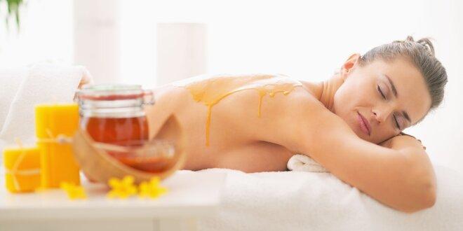 Klasická masáž chrbta alebo medová masáž