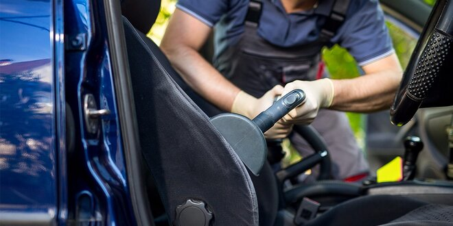 Kompletné vyčistenie a tepovanie interiéru auta