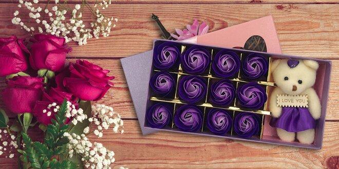 Valentínsky box s macíkom a večnými ružami