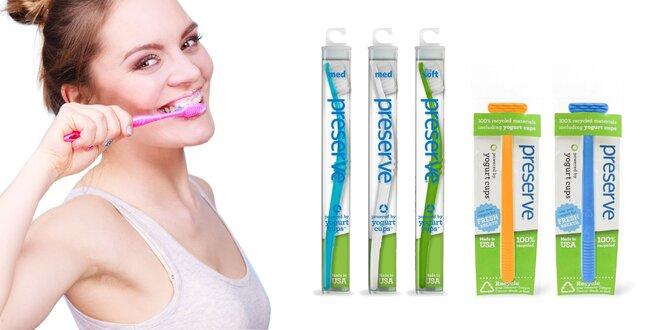 Recyklovateľné zubné kefky či škrabky na jazyk