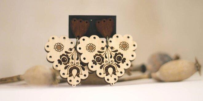 Dámske drevené náušnice s nádychom folklóru