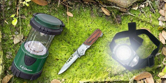 Outdoor výbava do lesa: nôž, čelovka či lampa