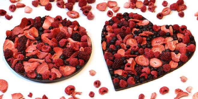 Zdobené čokolády plné ovocia a orieškov