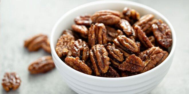 Ochutené kešu, arašidy, mandle i pekanové orechy