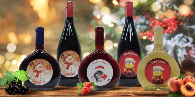 Balenia ovocných vín s veselou vianočnou etiketou