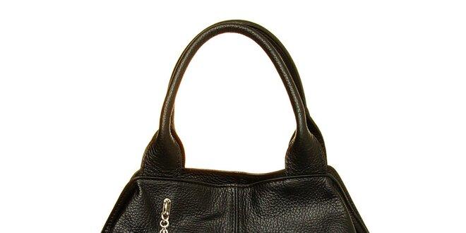 13c03a5204 Dámska čierna kožená kabelka so strapcami