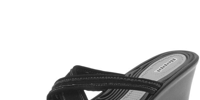 Dámske čierne šľapky na kline Beppi
