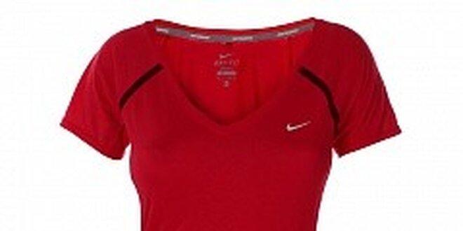 9bec6bfcbdb7 Dámske červené tričko s krátkym rukávom Nike