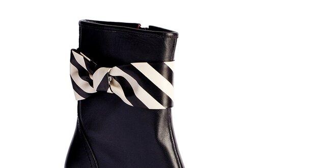 Dámske čierne členkové čižmy s pruhovanou mašľou Lola Ramona ... eaf956305ea