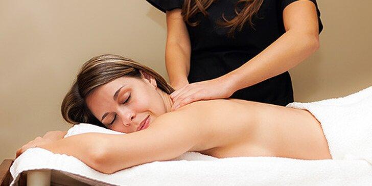 Klasická masáž chrbta a šije, reflexná masáž chodidiel alebo manuálna lymfodrenáž