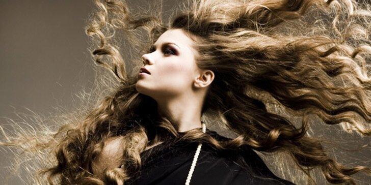 Strihanie a farbenie vlasov s regeneračnou kúrou
