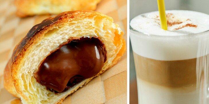 Obľúbené Caffé Latte s croissantom