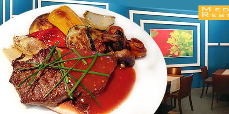 Výborný steak z hovädzej roštenky na hrianke s čilli-medovou omáčkou a grilovanou zeleninou
