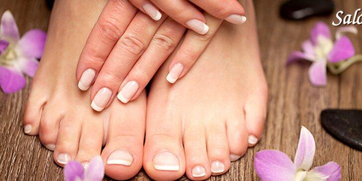 Krásne nechty s pedikúrou alebo manikúrou