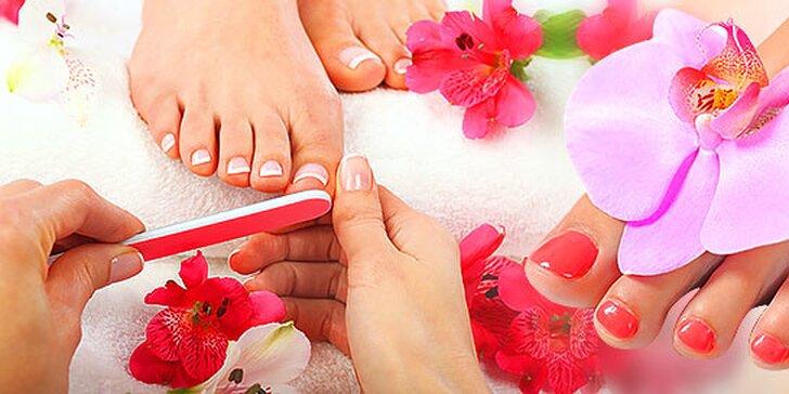 Mokrá pedikúra a gélové nechty na nohách