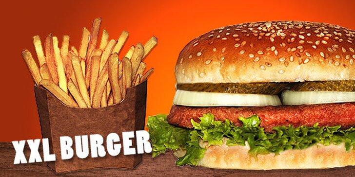 Hamburger s hranolkami v centre mesta