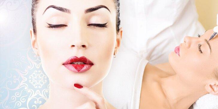 Permanentný make-up obočia čiarkovanou metódou