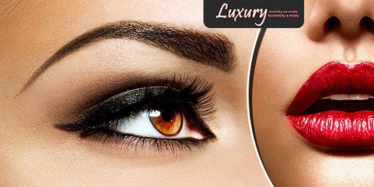 Permanentný make up obočia čiarkovanou metódou alebo pier