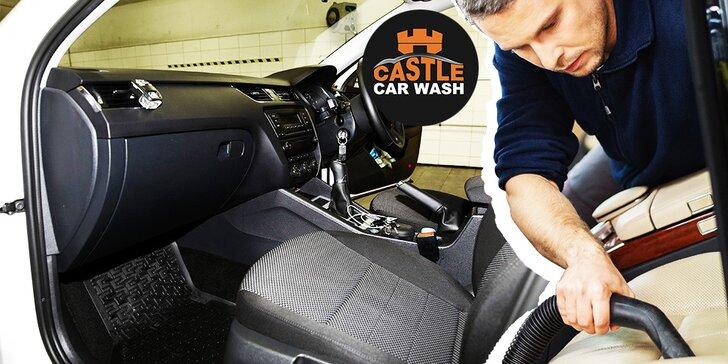 Kompletné vyčistenie interiéru auta s ošetrením plastov