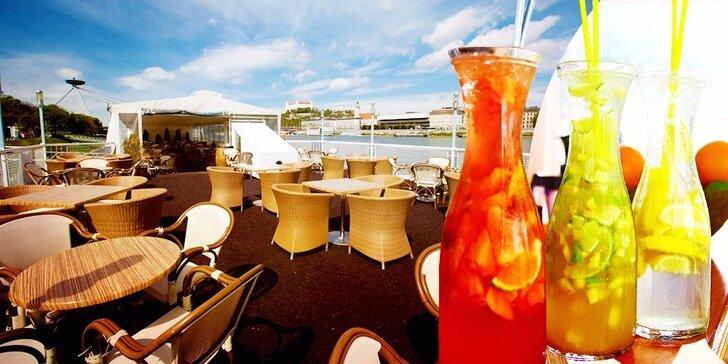 Vychutnajte si osviežujúce litrové limonády v kaviarni Loď Cafe