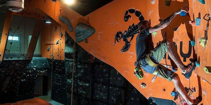 Výstup na lezeckú stenu alebo lezecký kurz pre začiatočníkov. Lezecká výstroj v cene!