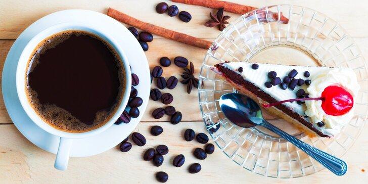 Káva, čaj, čokoláda a RAW koláčik v CAFE CATS klub
