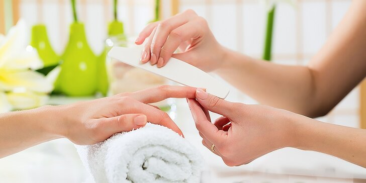 Spevnenie nechtov Fiber gelom alebo manikúra s kozmetikou O.P.I.