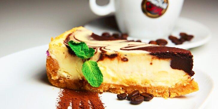 2x chutný cheesecake a káva podľa výberu