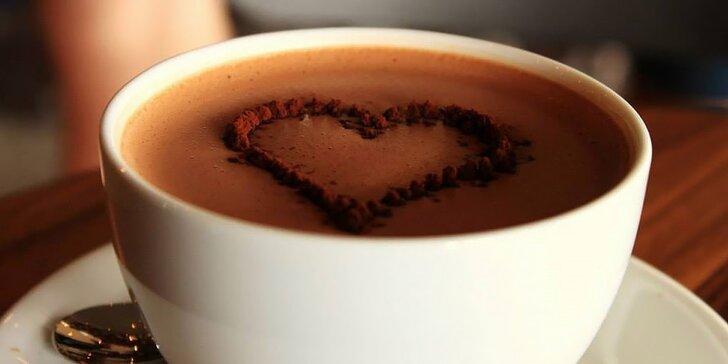 Dve horúce čokolády alebo espresso a Marlenka
