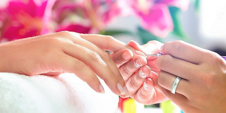 Japonská alebo klasická manikúra s možnosťou masáže rúk