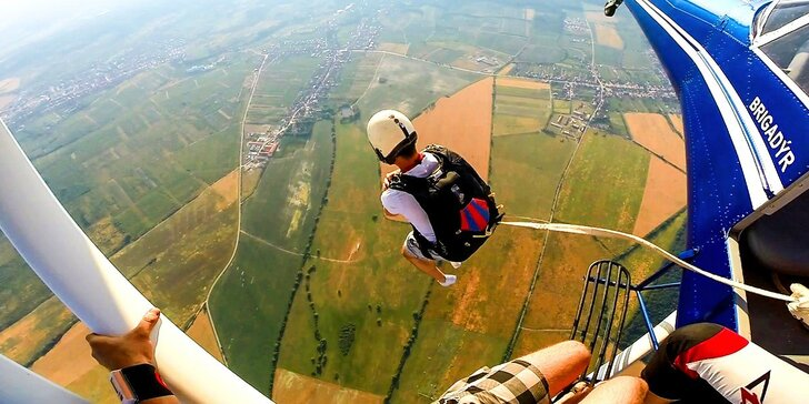 Výcvik a samostatný zoskok s padákom - TIP na darček!