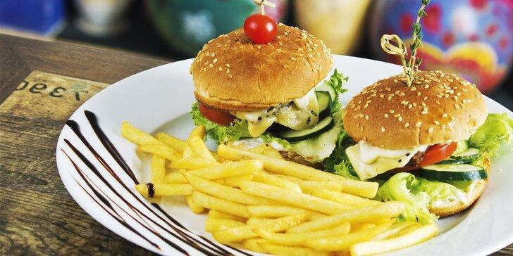 Ponuka pre dvoch - domáce hamburgery s hranolkami a nápojom