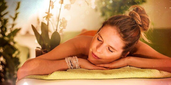 """Celotelový ayurvédsky masážny balíček ,,Asana - kryštál"""" pre odstránenie stuhnutých svalov. Darujte relax sebe alebo ho prežite s milovanou osobou."""
