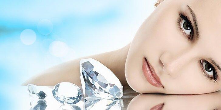 Krásna pleť s diamantovou mikrodermabráziou a úpravou/farbením obočia v cene, masáž rúk