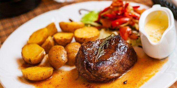 Chutný steak so zemiakmi a omáčkou