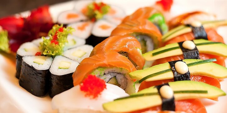 SUSHI set a ázijské menu pre dvoch v Asian restaurant SUNSHINE v Auparku