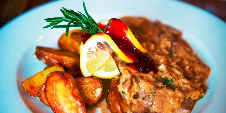 Tatranská sviečkovica s brusnicami alebo rezančeky z hovädzej sviečkovice