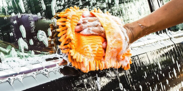 Kompletné ručné ošetrenie vášho auta: tepovanie alebo čistenie interiéru a exteriéru s možnosťou voskovania