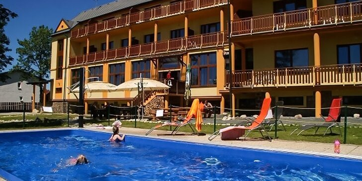 Výhodná príležitosť oddýchnuť si vo Vysokých Tatrách: Pobyt pre dvoch s polpenziou, privátnym wellness a zľavami do aquacentier.