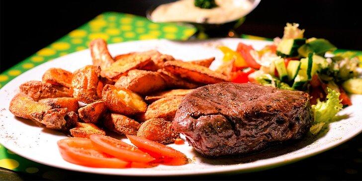 Hovädzí steak s americkými zemiakmi alebo anglickou zeleninou a omáčkou podľa výberu v Hoteli Gaudio***