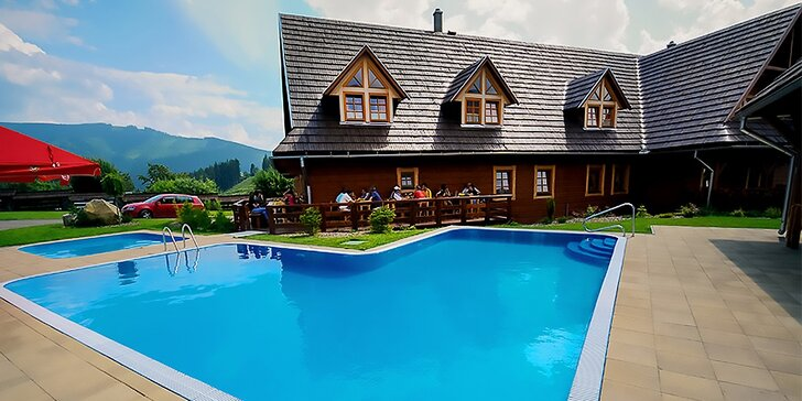 Letný pobyt v obľúbenom penzióne Schweintaal*** s bazénom a možnosťou wellness v Nízkych Tatrách. Jedno dieťa do 12 rokov ubytovanie ZDARMA