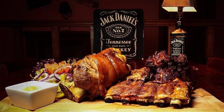 Milovníci mäsa, spojte sa! Pečené rebierka alebo 1300 g pochúťok na doske!