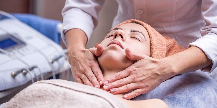 Relaxačná masáž tváre s tropickým olejom alebo peeling s aloe vera + úprava obočia